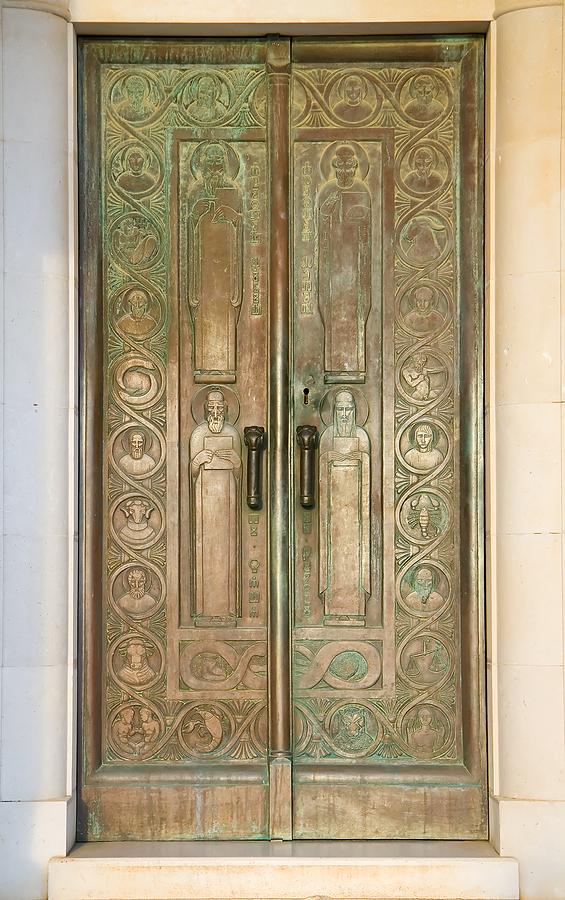 & Ohio Thieves Leave with Valuable Mausoleum Doors Pezcame.Com