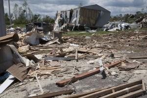 Fierce straight line winds combined with a tornado flattened this neighborhood near Athens, Alabama. Ed Edahl/FEMA