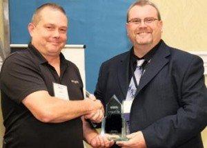 Mike Burton, president of the VA IASIU, presents Jamie Walker the Investigator of the Year Award.