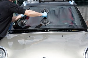 Glazier Removing Windshield Or Windscreen On A Car