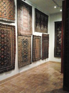 Exhibition of Oriental Rugs in the Tin-Roofed Palace in Warsaw. Photo: Wikimedia Commons
