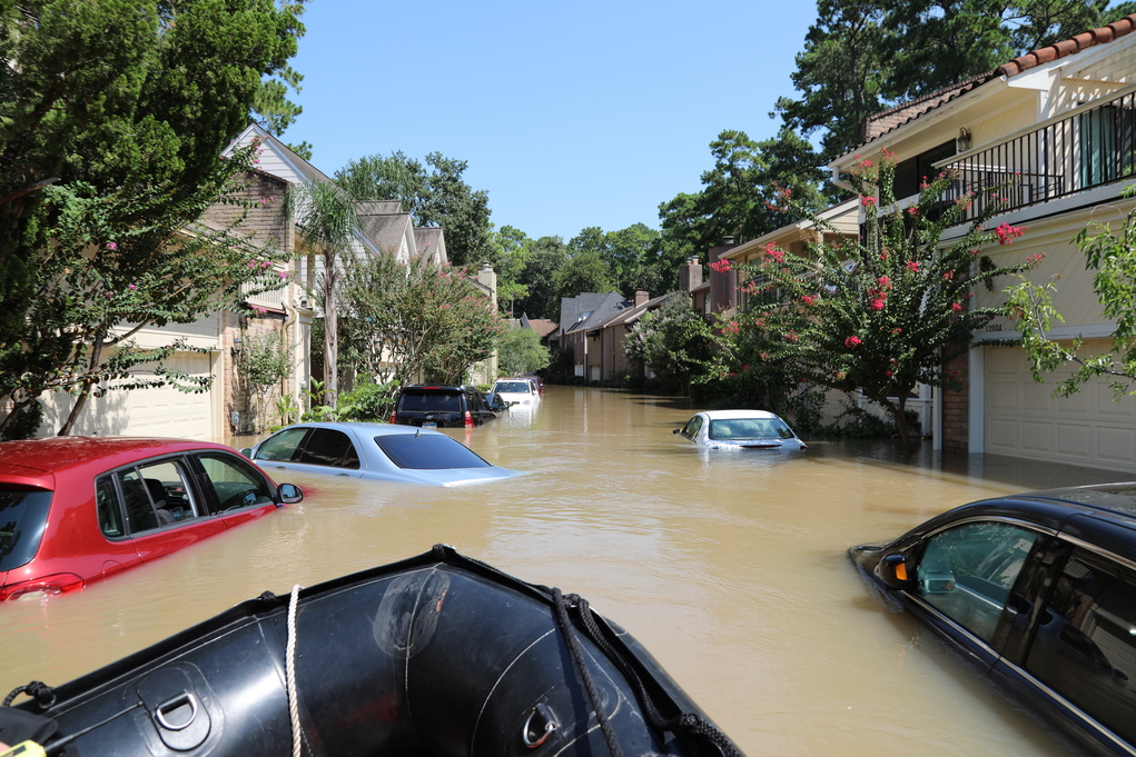 Army Of Tow Trucks Tackle Houston S Flood Ravaged Cars