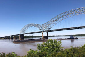 Mississippi River Traffic Resumes Under Damaged Bridge 1